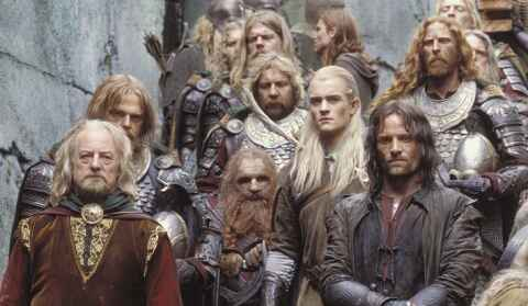 King Theoden (Bernard Hill), Gimli (John Rhys-Davies), Legolas (Orlando Bloom) e Aragorn (Viggo Mortensen)